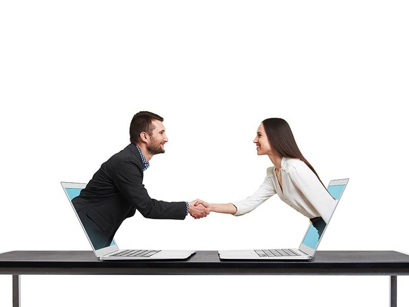 2 people meeting online